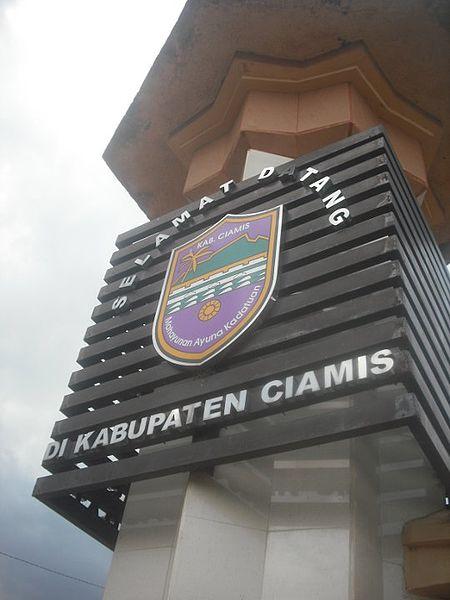 Lambang_Kabupaten_Ciamis_di_sebuah_Monumen_Perbatasan