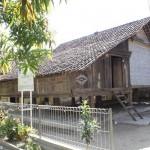 Rumah_Adat_Panjalin