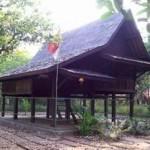 Rumah_Adat_Saung_Ranggon
